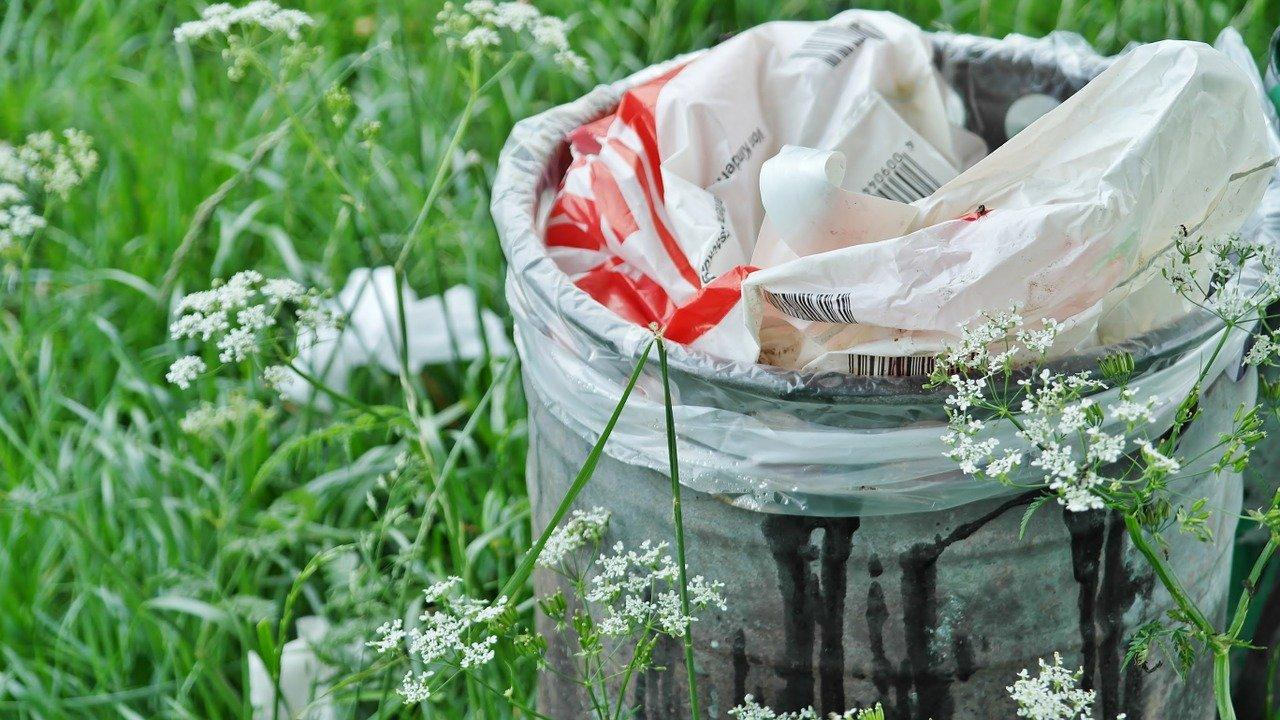 ゴミ箱を減らすメリット2:ゴミをまとめる手間が減る