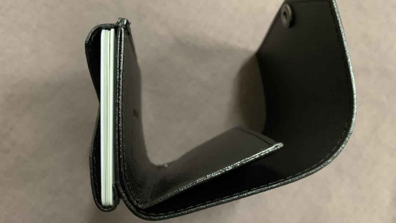 abrAsus 小さい財布を使ってみた【レビュー】 カードの収納