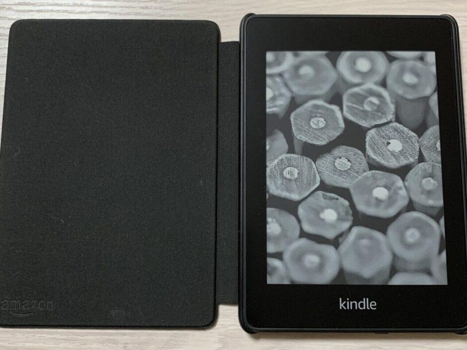【評価】本を増やさないKindle Paperwhiteが便利!!機能性やアクセサリについても紹介