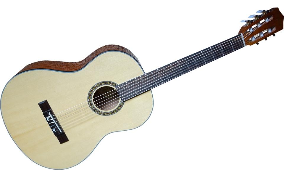金属弦ではなくナイロン弦を使用したクラシックギター