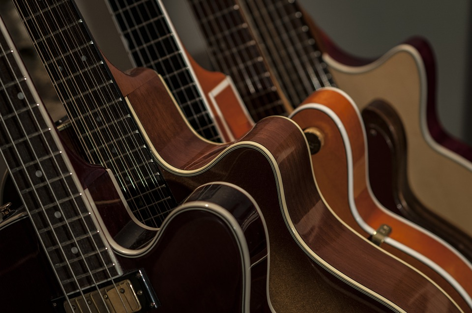 ギターの種類は大まかに2種類!!