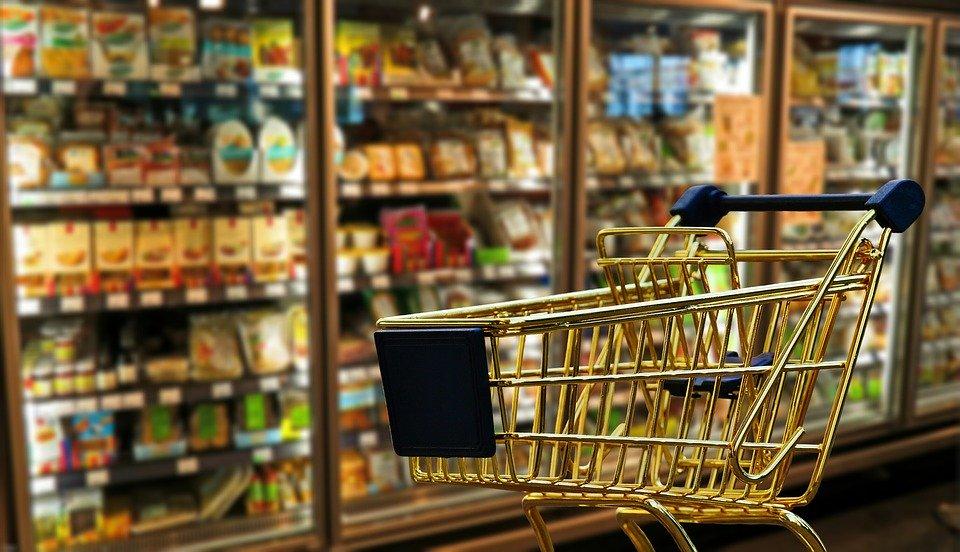 定期的にスーパーに行くため、逆に費用がかかる可能性がある