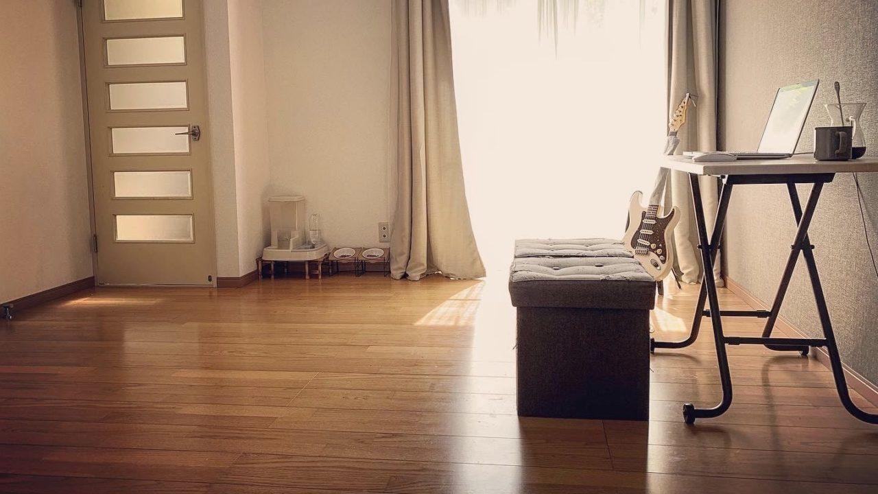 部屋は片付けるか、汚くない場所に移動する
