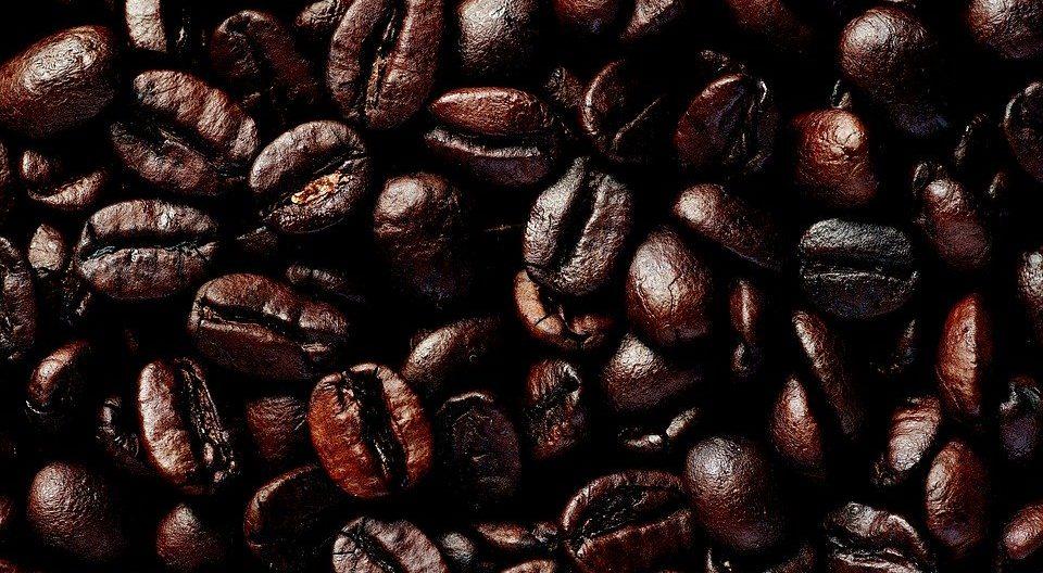 キリッと苦いアイスコーヒーを作るには深煎り豆の使用が必須条件