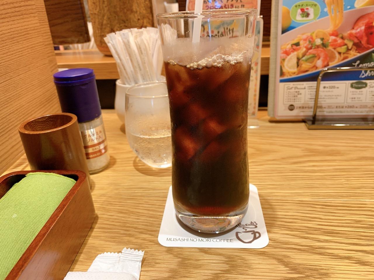 飲み物はアイスコーヒー