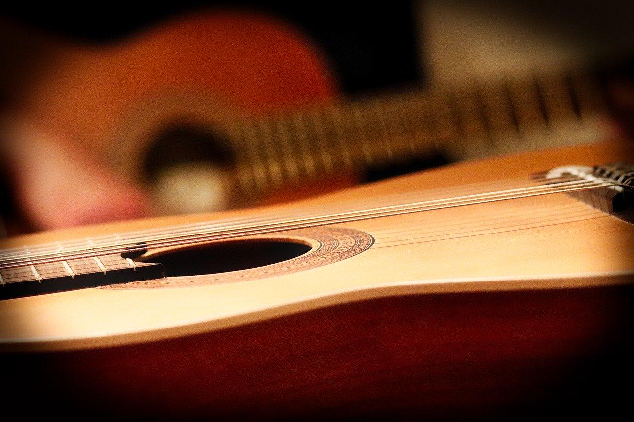 アコースティックギターは大きく分けて3種類!