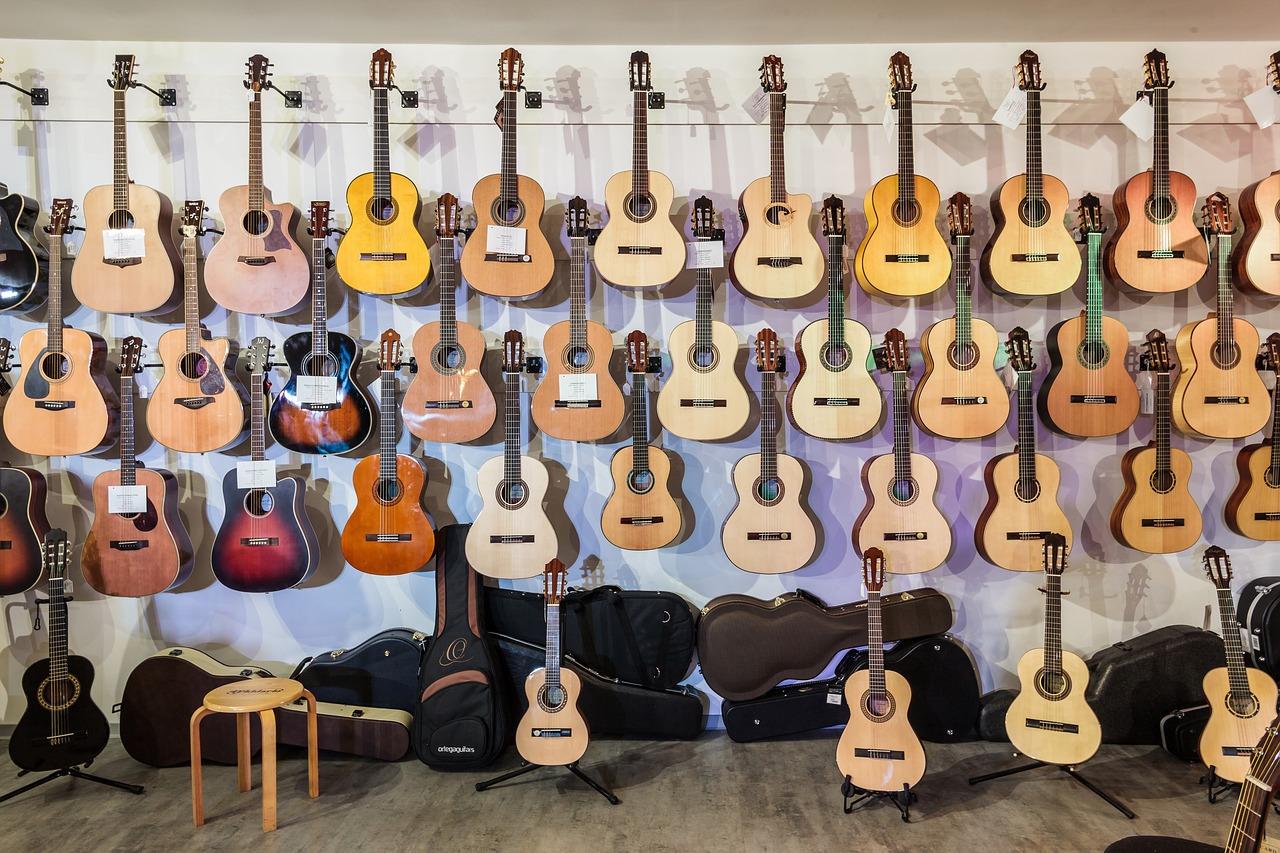 実際にアコースティックギターを選ぶポイントについて