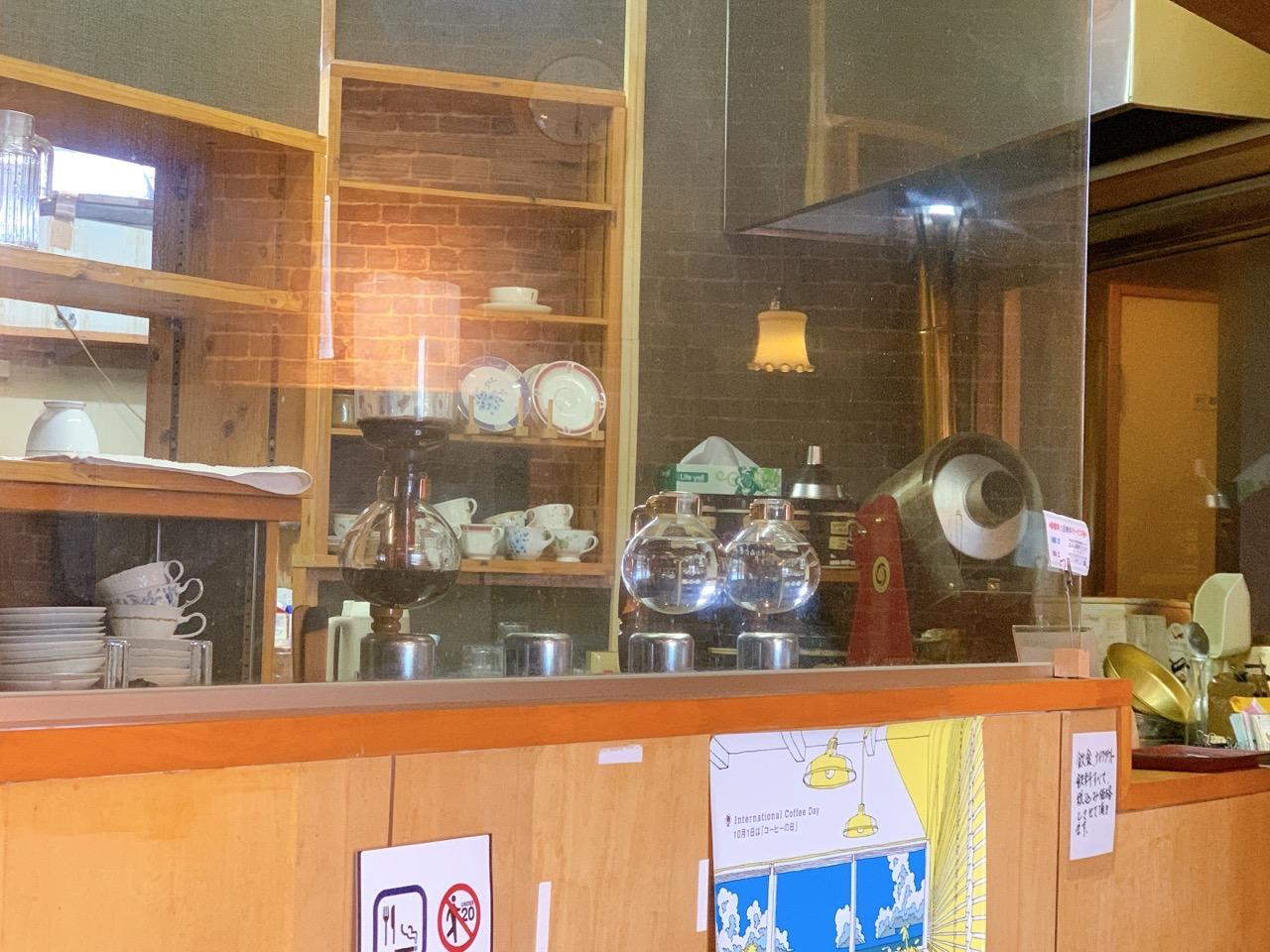 コーヒーはサイフォン式で安定した味わい