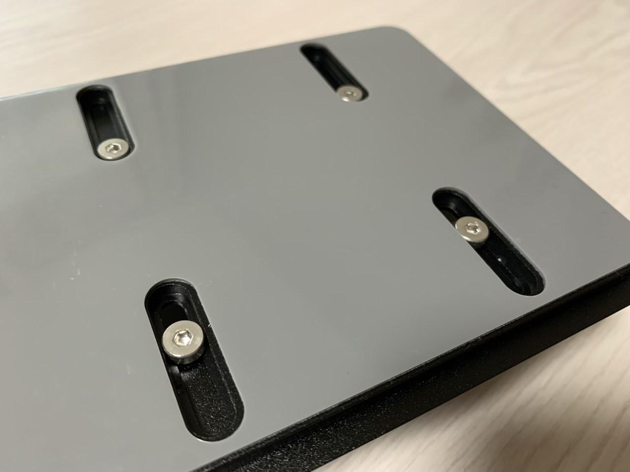 付属の六角レンチで幅調節が可能
