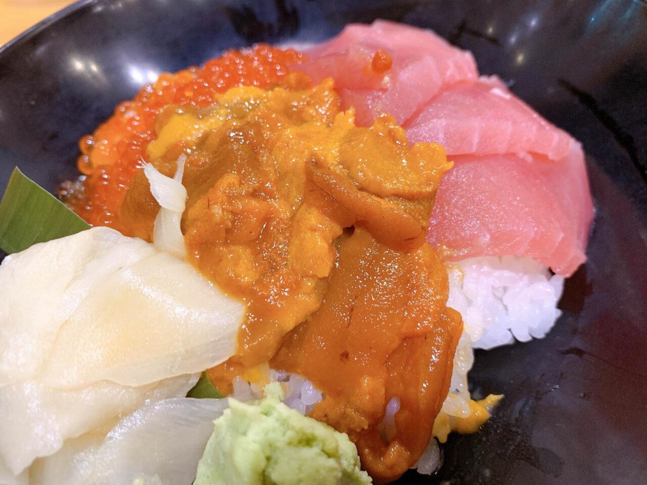 ハレの日食堂 魚河岸三色丼